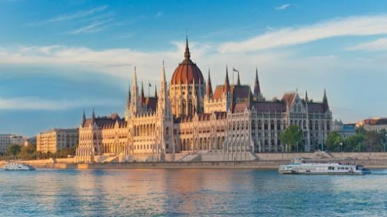 Ambassador-Club-Budapest-Orszaghaz
