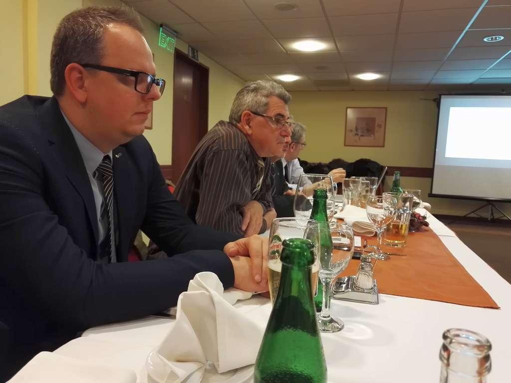 Ambassador Club Pécs - Zagorácz Márk barátunk az Y generáció tagja, mögötte Kovács Tibor barátunk az X generáció szülöttje