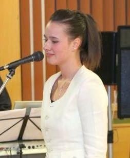 Ambassador Club Pécs 20 év - kasó Krisztina énekel (Kovács Tamás fotó)