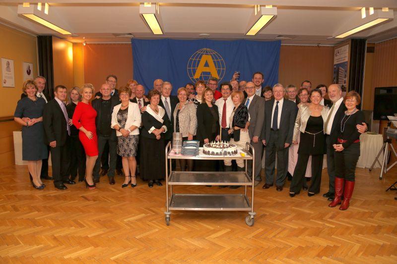 Ambassador Club Pécs 20 év - csoportkép (Kovács Tamás fotó)