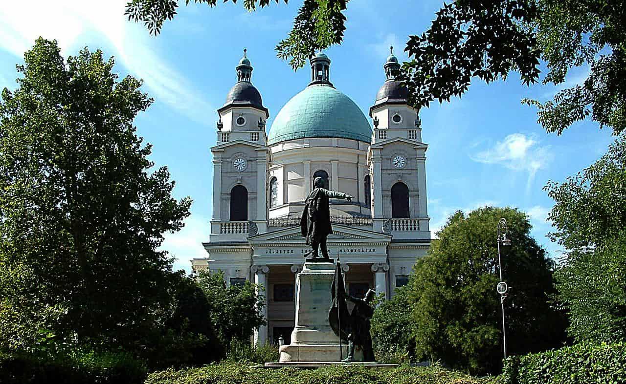 Cegléd Kossuth szobor